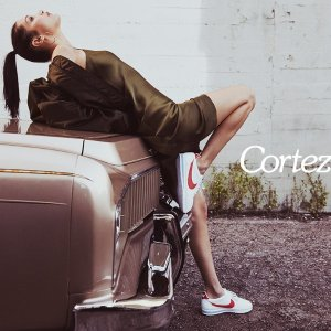 Bella Hadid性感演绎最新阿甘鞋Nike最新Cortez鞋现已发售 $60起 人人都该有双它 2017流行大势