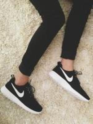 CDN$55HBC用户快点抢! 码全!Nike 耐克 Roshe Run运动潮鞋 (黑色码全)