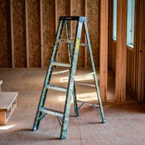 $23.97Werner 5呎 玻璃纤维高强度  Fiberglass Digital Camo Step Ladder