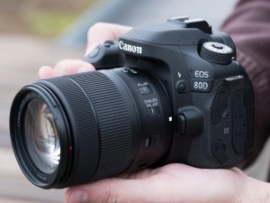 EOS 80D EF-S 18-55mm f/3.5-5.6 IS STM Kit Refurbished