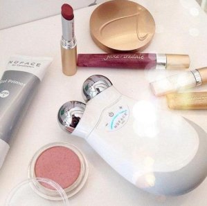 25% Off + Free Lip Gloss with $75 ordersWtih any $60 Beauty Editor's Picks Orders @ B-Glowing