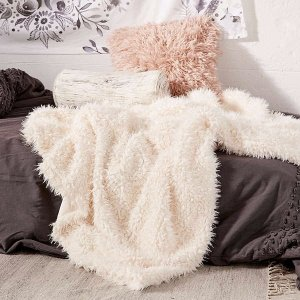 Up to 50% OffPillows + Throws @ Urban Outfitters
