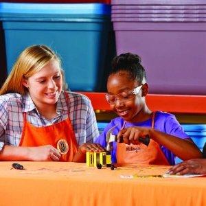 制作Penske小卡车8月Home Depot 免费的儿童手工作坊活动