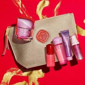 $17.5起+ 3个小样 +5重重礼包 + 免邮Shiseido 最新超值节日套装上新 精华套装一次买齐