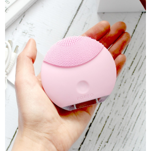 LUNA mini Electric Face Brush for All Skin Types   FOREO