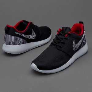 Nike Roshe One Print (3.5y-7y) Big Kids' Shoe.
