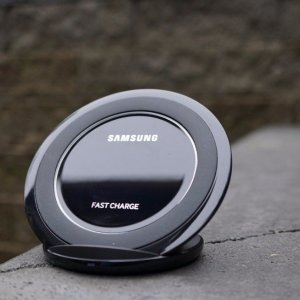 Samsung Fast Charge Wireless Charging Stand + Wall Charger