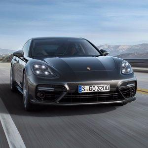 纯血轿跑升级,全触控科技进化全新 Porsche Panamera 4门豪华轿跑