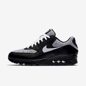 Nike Air Max 90 Essential Men's Shoe.