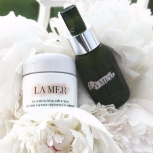 Receive an exclusive duo sample offer of The Illuminating Eye Gel and The Regenerating Serumwith any online purchase