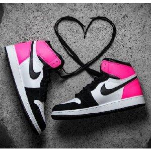 Air Jordan 1 Retro High OG Big Kids' Shoe.