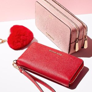 Up to 70% Off + Extra 25% OffSelect MICHAEL Michael Kors Wallets @ Michael Kors