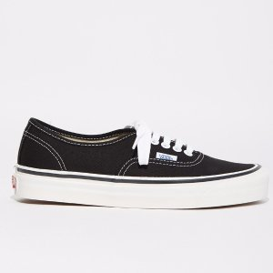 UA Authentic 44 DX Sneakers by Vans - La Garçonne
