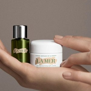 Enjoy a deluxe sample duo of The Moisturizing Soft Cream and The Concentratewith any $100 purchase