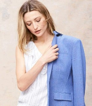 Up to 40% OffAll Suits and Dresses @ Banana Republic