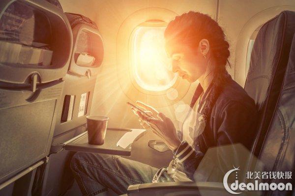 """除了喷雾之外,选择的保湿产品带1-2种就行了,就算你在飞机上飞十几个小时也毕竟不是住在上面。霜、乳液、面膜,根据自己的喜好来。 说起机舱保湿大家一定会提到敷面膜,如果你不介意吓到别人的话,还是可以放心大胆的用贴片面膜,如果觉得用贴片有点不太好就用睡眠面膜类的就行。Ariel编编推荐了一款""""111skin""""的贴片,说特别透明感,不仔细看看不出你在敷面膜,用了就爱上。如果有合适的礼包送可以收,单买真是太贵了,于是没有贴出链接。这里推荐一些免洗的面膜,让它慢慢吸收或者一定时间后用纸巾棉片"""