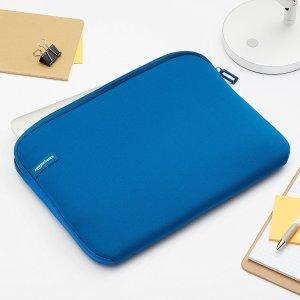 AmazonBasics 13.3-Inch Laptop Sleeve - Blue
