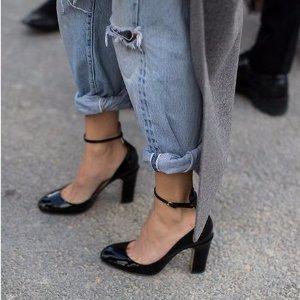 低至3.5折+额外8折+免税Valentino 美衣、美包及美鞋促销 4折收经典Tan-Go高跟鞋