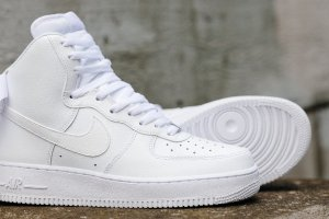 20% Off $100!Nike, adidas, Jordan Men's Sneakers@Footlocker