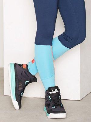 Big Saving!Up 50% off Select Footwear + Extra 30% off @ adidas.com