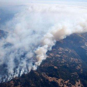加州山火导致航班大量延误AA, UA, Alaska 等航司机票免费改签汇总 每日旅行新鲜事