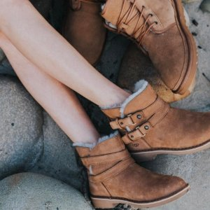 UGG® Aliso Boot (Women)