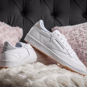 2 Days Only40% off SItewide @ Reebok