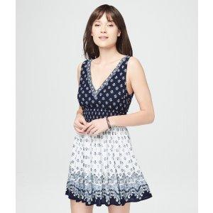Smocked Waist V领连衣裙