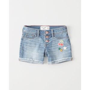 女孩牛仔短裤