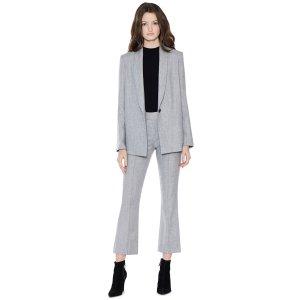 灰色西装外套