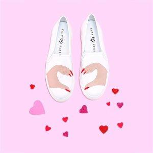 Katy Perry Heart Novelty 休闲鞋