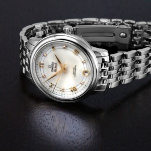 $2845Omega De Ville Mother of Pearl Dial Ladies Watch