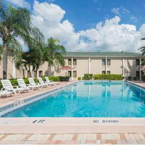 From $75Florida: Fort Myers Hotel w/Suite, Upgrade & Late Check-Out This Season