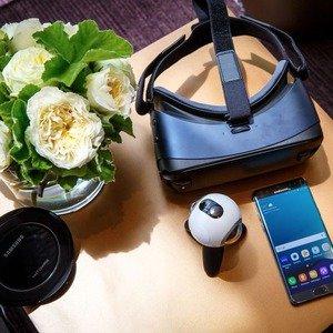Samsung Gear VR Headset + Controller