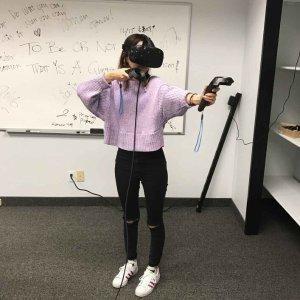 最强VR,美女们也爱玩儿小编测评:HTC Vive 虚拟现实头戴式眼罩