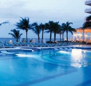 $859+The Bahamas: 4-Nt All-Incl. Trip w/Air & $700 Resort Coupons