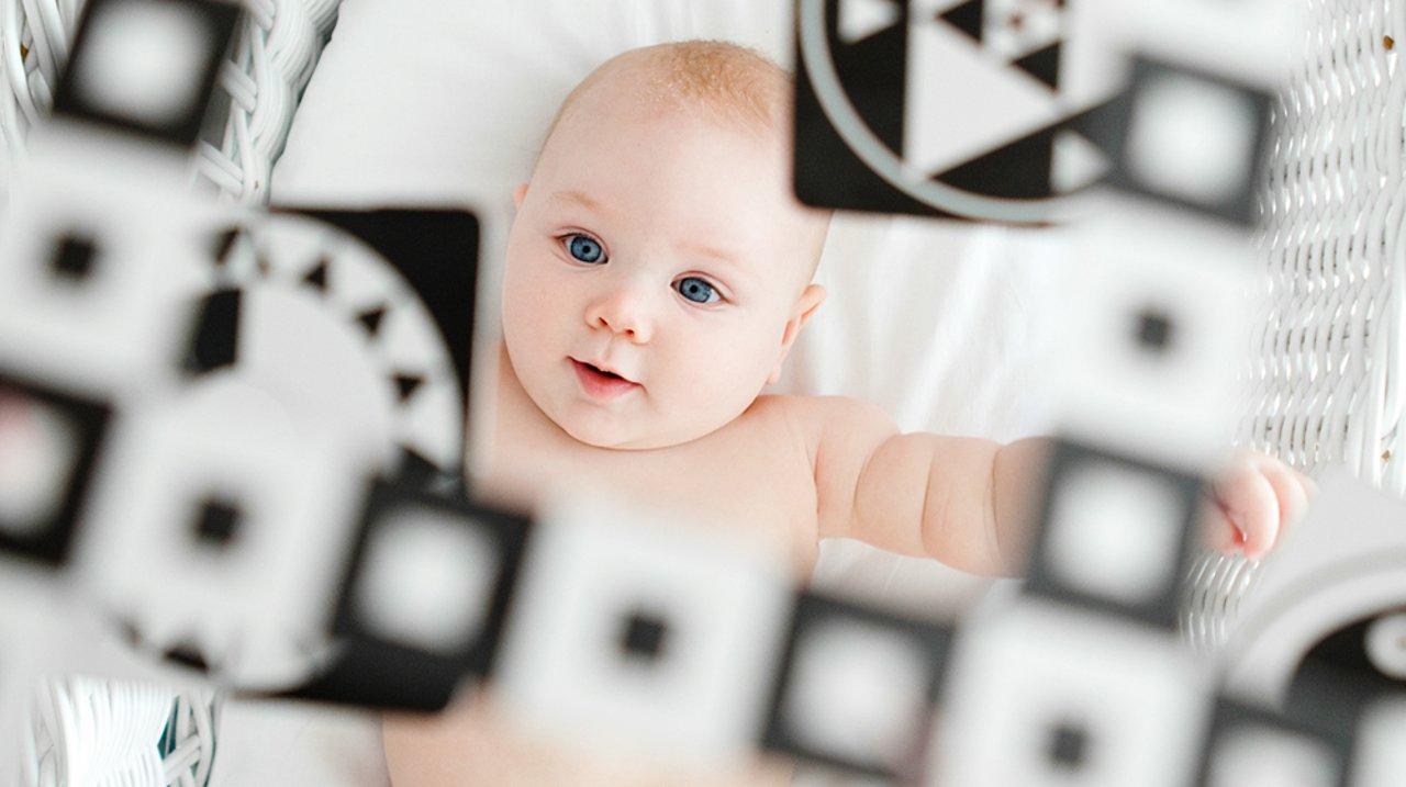 挑玩具也要讲科学:0-3个月宝宝玩具推荐