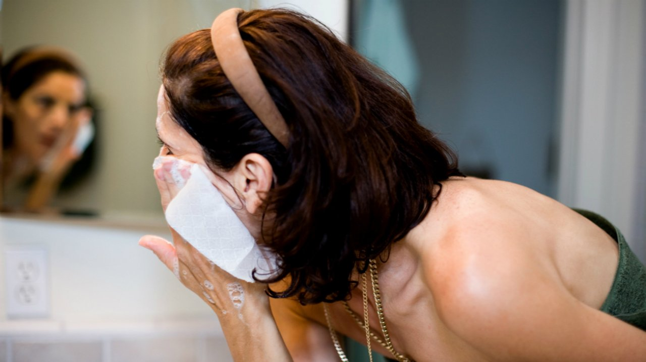 彩妆卸不干净伤皮肤! 教你正确卸妆步骤