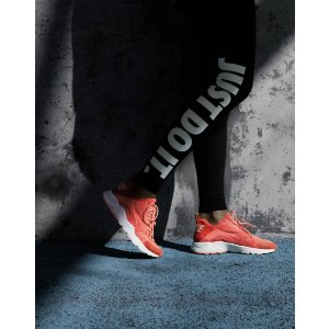 15% Off $70With Any Order @ Ladyfootlocker.com!