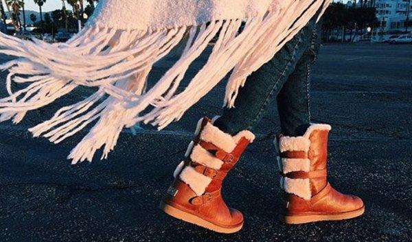 84795b996bd UGG Australia 女士栗色搭扣毛绒雪地靴$99.99(原价$225) - 北美省钱快报