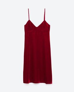 天鹅绒吊带睡衣裙