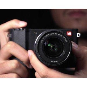 $314.99无税包邮(原价$499.00)YI M1 微单相机+ 12-40mm镜头套装(冰河银/暴风黑)
