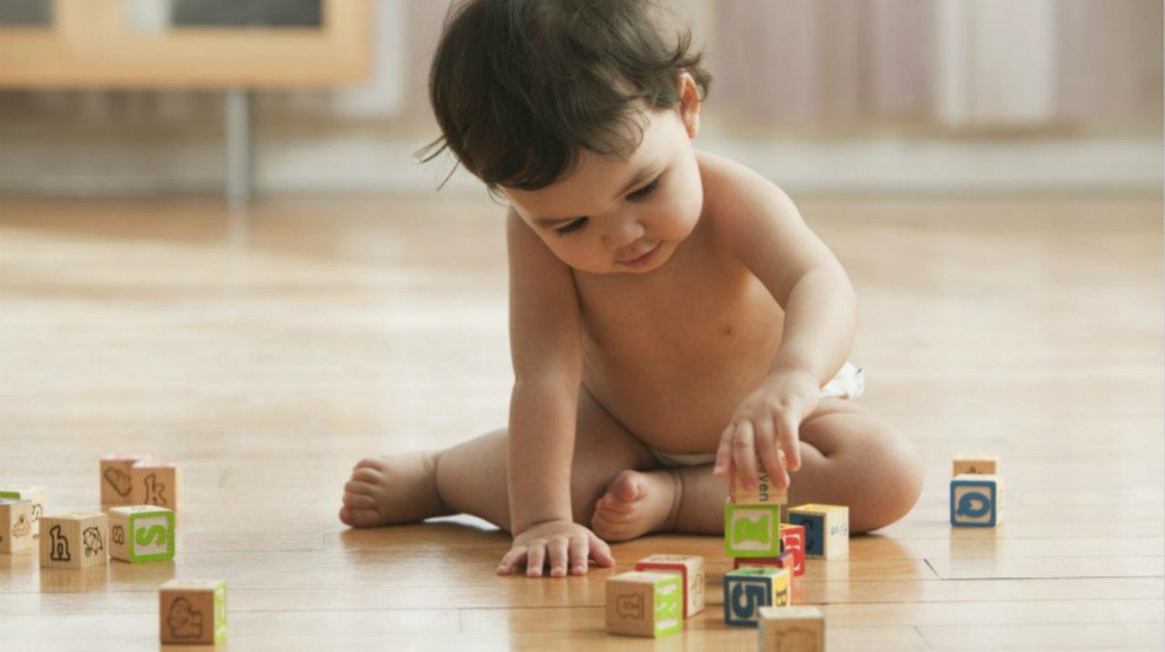挑玩具也要讲科学:8-12个月宝宝玩具推荐