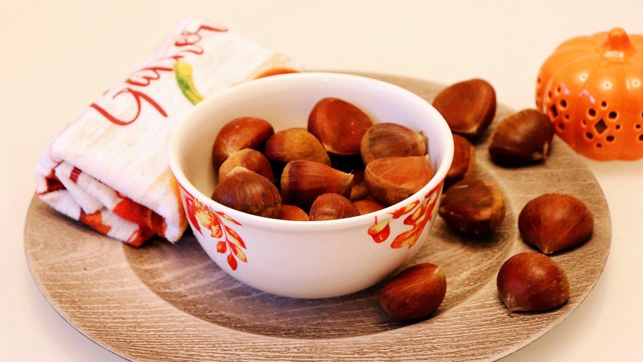 秋季美食|巧剥板栗皮的方法🌰