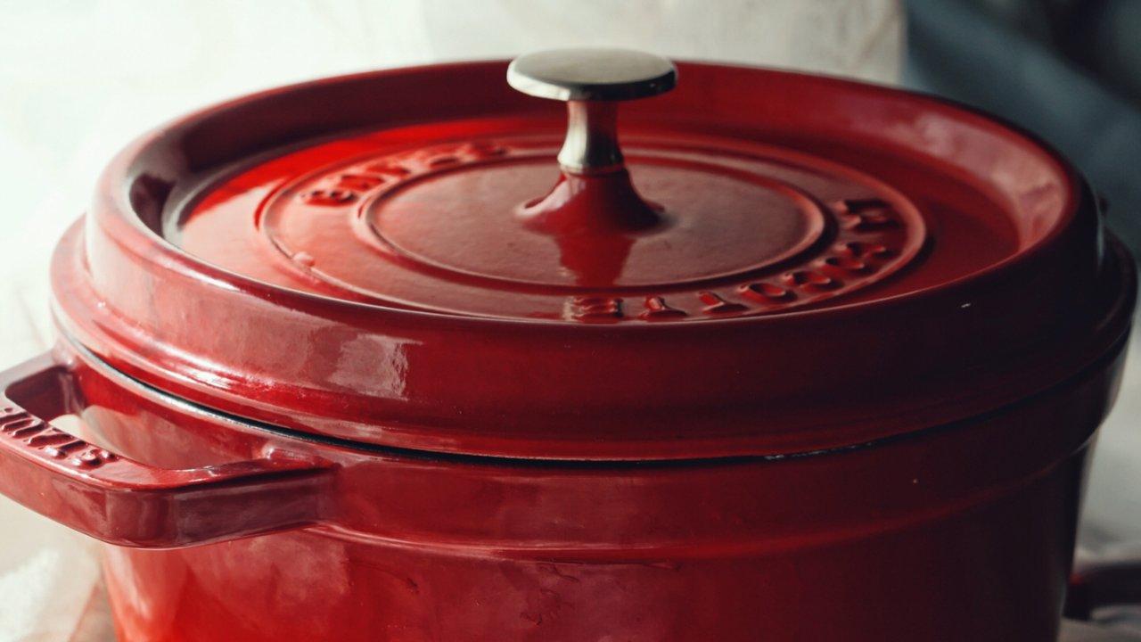 如果你也有一个不错的铸铁锅,可以考虑收好这6道无水料理食谱