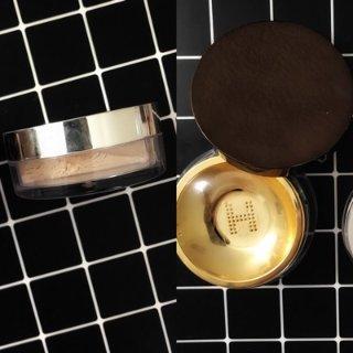 定妆散粉哪家强?becca水散粉 vs. hourglass透明散粉