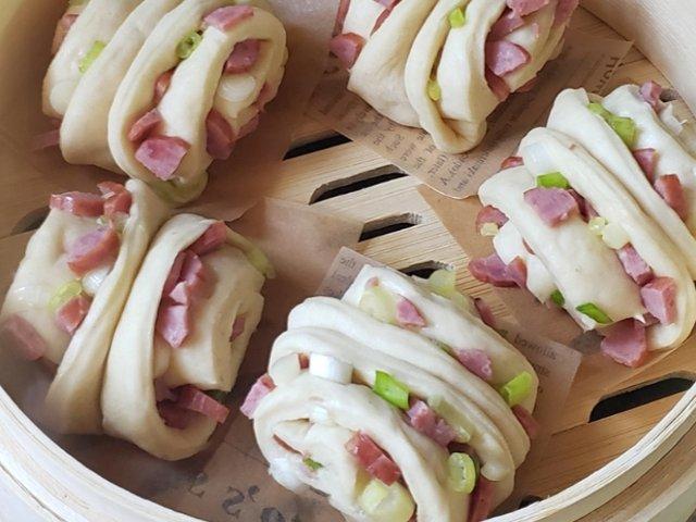 宅家元气早餐系列之---香肠葱花花卷
