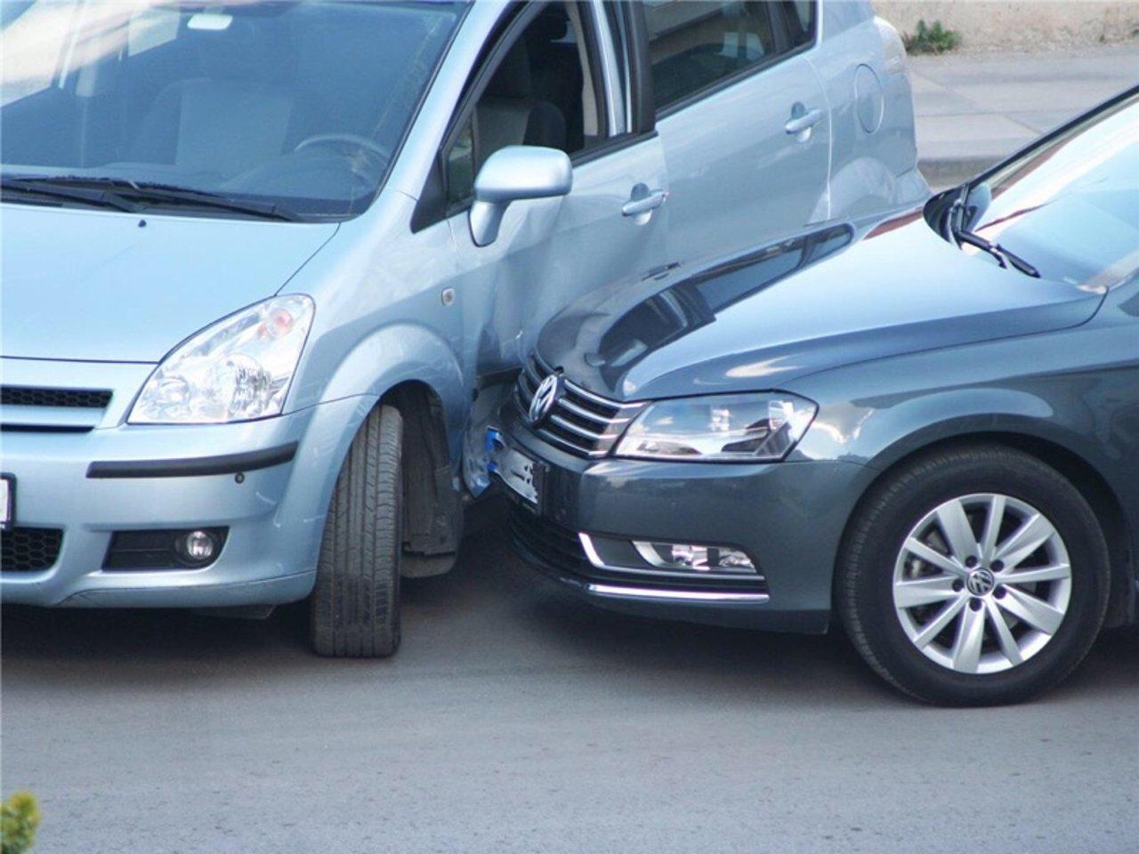 爱车被撞,如何快速向保险公司索赔 | 附索取他们不愿告诉你的一项赔偿!