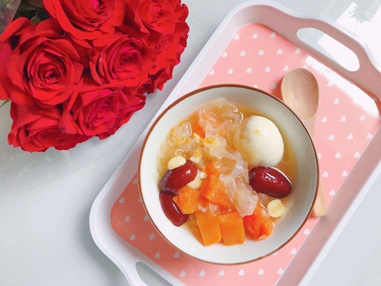 美容养生糖水:木瓜雪耳莲子蛋糖