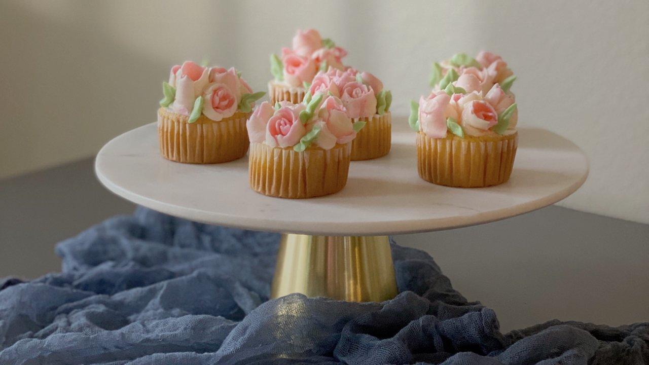 🔥治愈系甜品 |Ins花朵奶油霜纸杯小蛋糕,粉色系甜品燃爆你的少女心❗️❗️